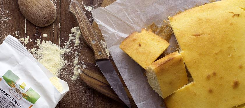 Cornbread, délicieux pain à la farine de maïs aux douces notes de céréales, idéal pour le petit-déjeuner ou pour le goûter.