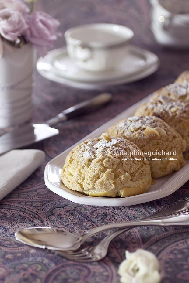 Des choux bien gonflés garnis d'une crème praliné gourmande pour les desserts de fêtes.