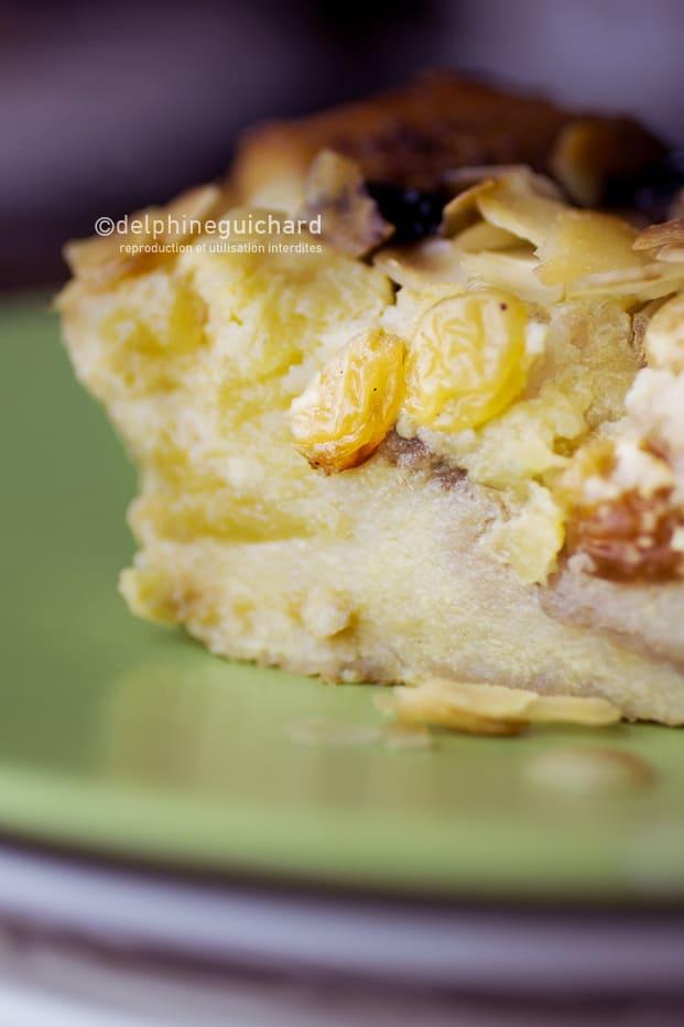 Gâteau perdu : pain, pommes, raisins, amandes, moelleux et croustillant !