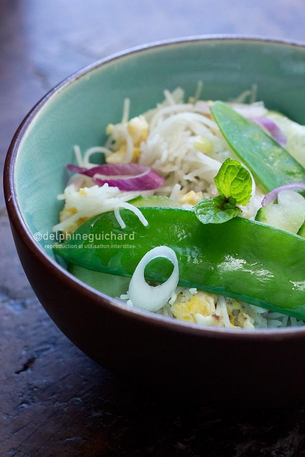 Vermicelles de riz et légumes croquants à la menthe