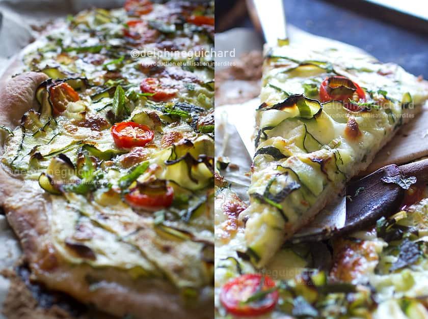 Une pizza généreusement recouverte de courgettes marinées, mozzarella, tomates pour la pointe de sucré, et agréablement ponctuée de notes de menthe fraîche.