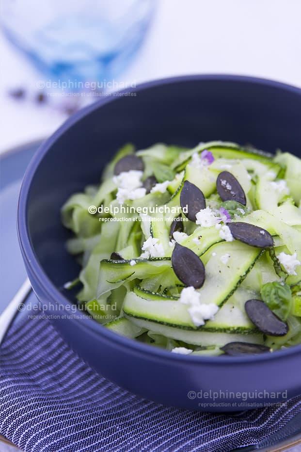 Fraîcheur & saveurs : concombre, courgette, citronnelle, basilic, feta, et graines de courges - Cook'n Focus