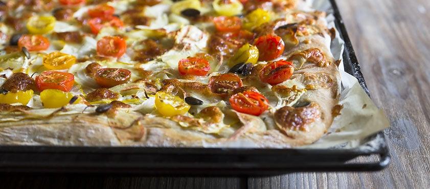 Pizza jaune et rouge, à ail et au gingembre