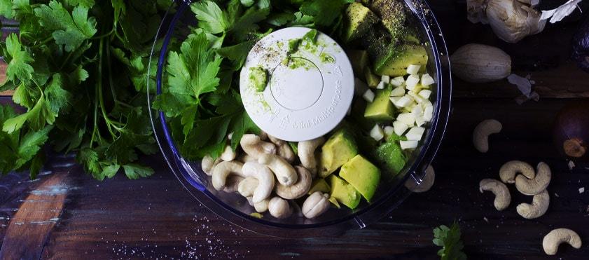 Aïoli vert : une recette de Valérie Cupillard pour agrémenter les toasts à l'apéritif, en dip avec des légumes, ou en snacking dans les sandwichs