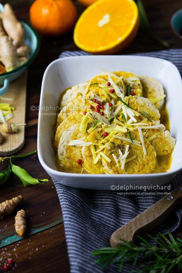 Des rondelles de tempeh marinées à l'orange et au gingembre pour relever les repas végétaliens, snack, salades, etc.
