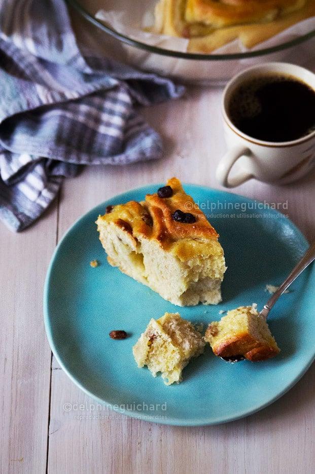 Une jolie brioche gourmande à la crème pâtissière et aux raisins, en version végétalienne