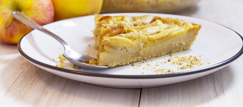 Un gâteau aux pommes façon flan, avec le craquant de quelques graines d'amarante, sans oeufs ni lait de vache pour un dessert léger et tout en douceur.