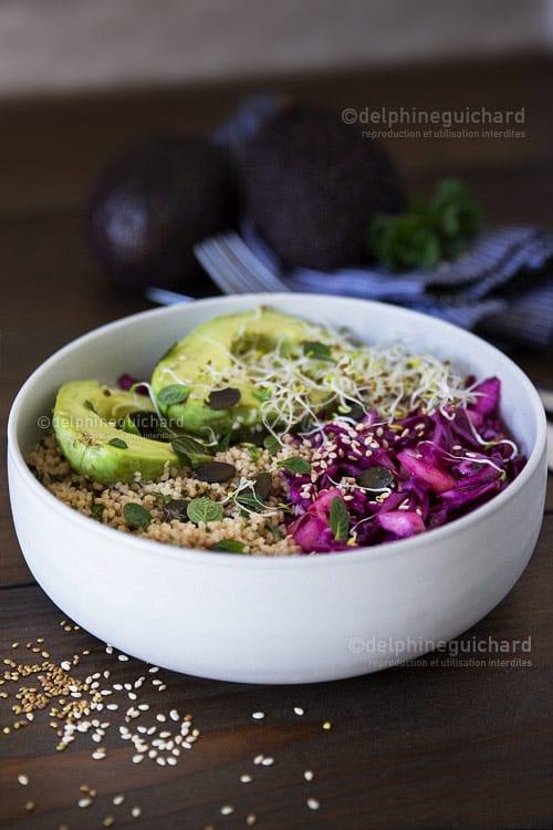 Une salade colorée pour découvrir ou redécouvrir le chou rouge, et faire le plein de vitamines, fibres et minéraux !